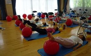 シニア向け 腰痛予防に楽なバランスボール講座