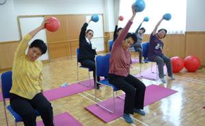 シニアの方の健康体操講座にもお勧めのバランスボール